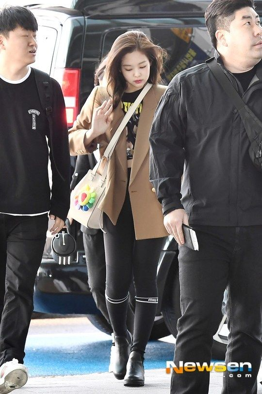 Jennie Airport Photos At Incheon To Malaysia On February 22 2019 Gaya Berpakaian Gaya Korea Model Pakaian