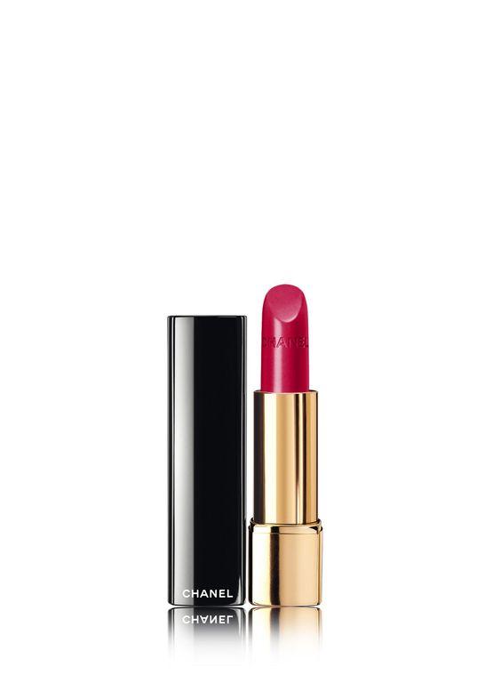 <p>Een lippenstift. Een stijl.<br /><br />Geeft de vrouw allure.<br /><br />ROUGE ALLURE met zijn collectie stralende en heldere tinten, die intenser zijn dan ooit, biedt een schitterende, satijnachtige maquillage met een smeltzachte, uiterst fijne textuur die perfect houdt.<br /><br />ROUGE ALLURE, verborgen in zijn zwarte huls met strakke lijnen, onthult met één klik zijn krachtige tinten in een uiterst vrouwelijk gebaar.</p>