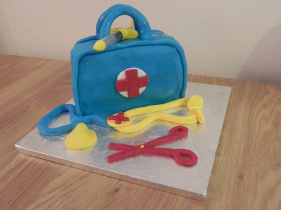 Medical cake with edible sugarpaste instruments!