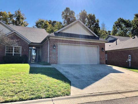 9019 Split Willow Dr Louisville Ky 40214 Estate Homes House Styles Real Estate