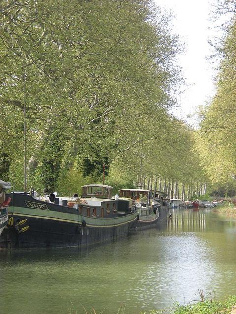 Péniches sur le Canal du Midi by c.laimay, via Flickr