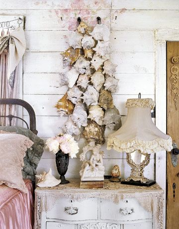 Fabulous wall decor with sea shells wall decor pinterest conch shells sea shells and - Wall decoration with pearls ...