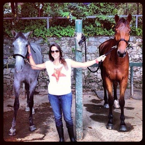 Paula Bevilacqua y su ushuva! con el símbolo de la esperanza! que bella la foto! me encantó