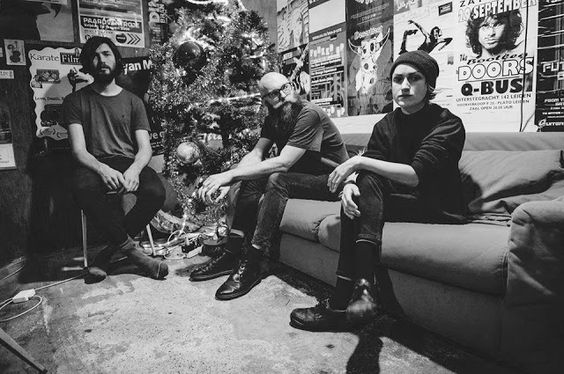 HARD N' HEAVY NEWS: ESBEN AND THE WITCH - SIGNS WITH SEASON OF MIST