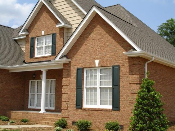 Bricks brick homes and window on pinterest for Decorative quoins