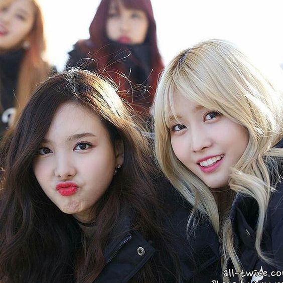 Good Morning Friends In Korean : Nayeon y momo korean idols friends pinterest good