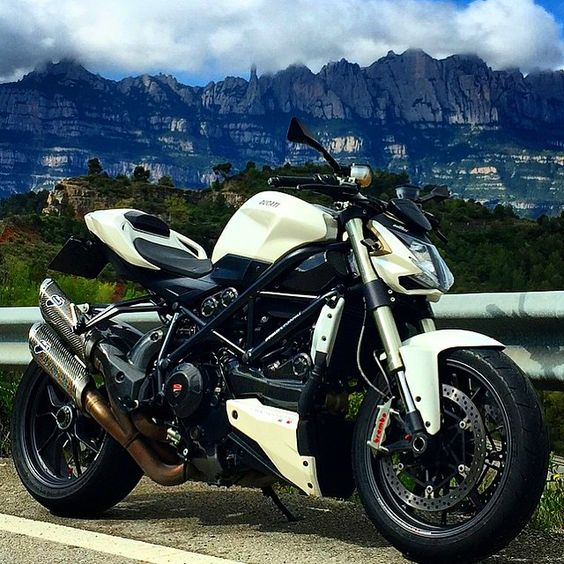 DUCATI STREETFIGHTER  GO FOLLOW @galahaducati