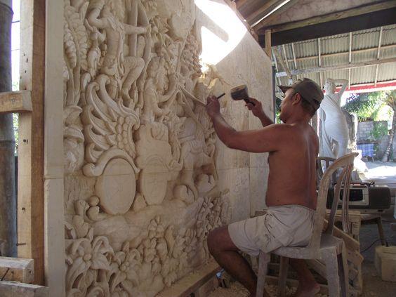 esculpindo pedras palimanan - atelier em Bali