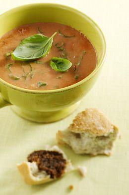 Goed eten hoeft echt niet ingewikkeld te zijn. Makkelijk te maken, snel klaar en weinig ingrediënten. Voila, een romige tomatensoep. Wat wil je nog meer?