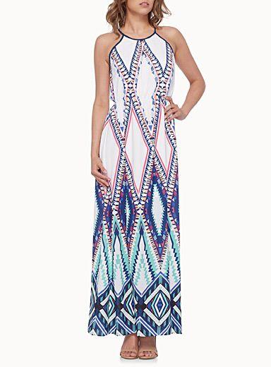 Une robe totalement estivale avec son motif aztèque aux couleurs pop   Taille élastique cintrée pour un bel effet blousant   Crêpe ultra léger et fluide doublé jusqu'aux genoux   Ouverture fente féminine sur le côté    Le mannequin porte la taille petit    Longueur: 142cm, du haut de l'épaule: