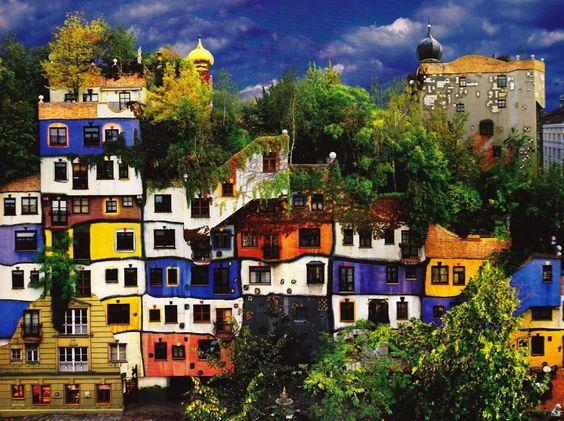 Hundertwasser - schiefe, farbige Bauten