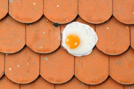 Im Sommer wird das Dach schnell zu Bratpfanne. Sommer, Hitze, Hitzeschutz, Sommerlicher Wärmeschutz, Experte, Bauen, Sanieren, Renovieren, Dach, Dachsanierung, Dämmen, Lüften, Sonnenschutz, Wärmewende, Energiewende, Energiewende, IVPU, PUonline