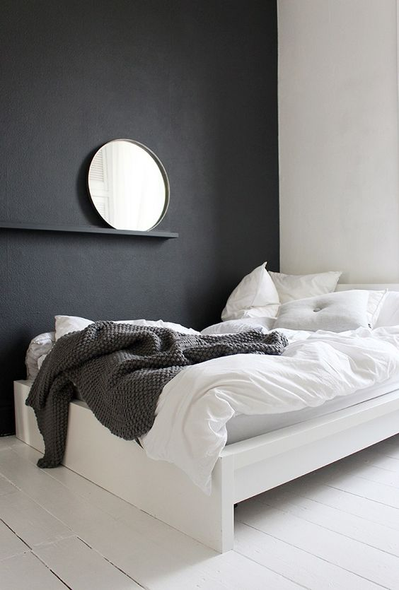 tablette miroir sur mur noir project el pinterest haus chambre coucher monochrome et. Black Bedroom Furniture Sets. Home Design Ideas