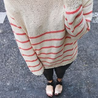 Descubre el patrón gratuito con el podrás tejer una preciosa alfombra de trapillo. Te explicamos como hacerlo paso a paso. ¡Te vas a enganchar!