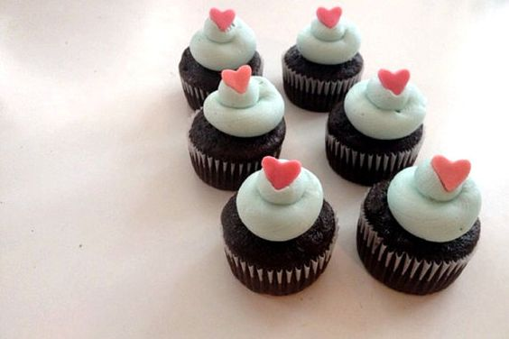 25 Fondant hearts // Valentines Day or Wedding by StephiiShop, $10.00 // cupcakes // valentines day cupcakes and decor // delicious treats // food obsessed // party