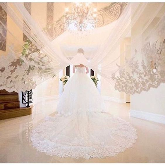 Loving this amazing #TransformationsTuesday beauty by @inesdisanto ! Photo: @dukeimages | Boutique: @lovellabridal