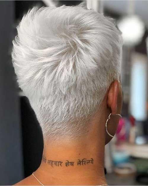 Back View Of Short Haircut New Short Haircut Trends Women 2019 Kurzhaarschnitt Trend Kurzhaarschnitte Kurzhaarschnitt