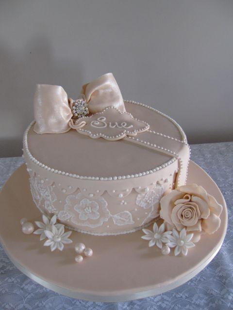 Gift box cakes, Box cake and Gift boxes on Pinterest
