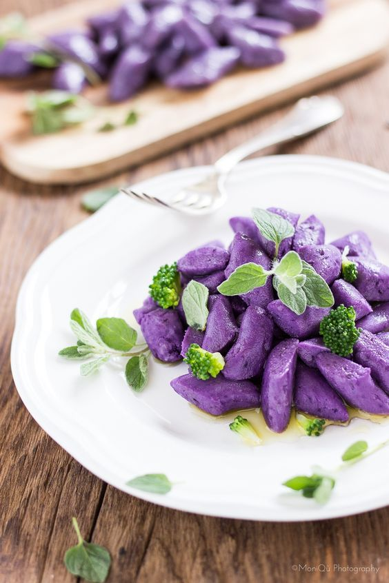 MIEL & RICOTTA: Chicche viola // Violet Gnocchis made with violet potatoes....