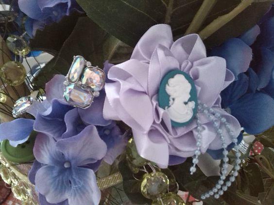 die erste Blütenbrosche für meinen Brautstrauß...danke Pinterest für die Ideen und Anleitungen