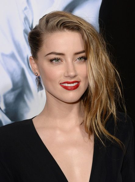 "Amber Heard's side strand situation at the ""3 Days To Kill"" premiere"
