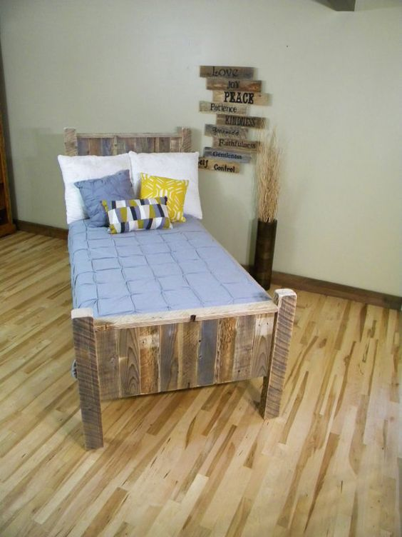 Twin Beds Cabin Beds And Reclaimed Wood Headboard On