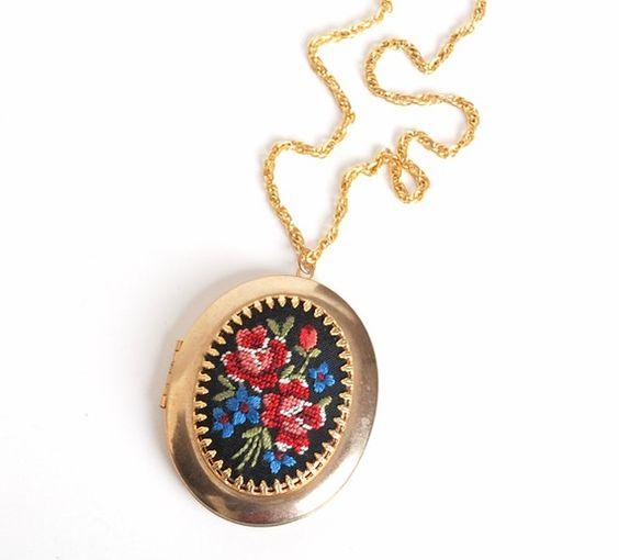 Vintage 70s Oval Needlepoint Locket Necklace
