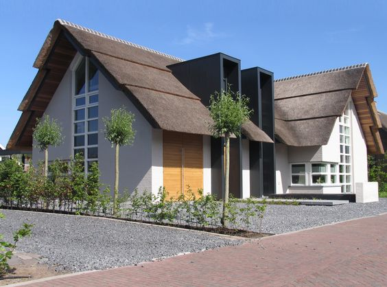 Modern landelijke woning vrijstaande witte villa met for Moderne vrijstaande woning