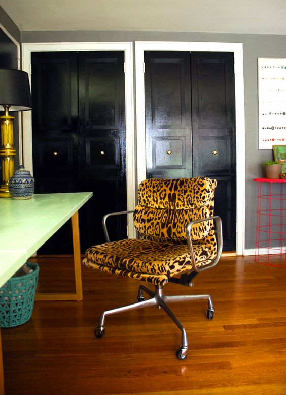 Leopardo Eames chairs