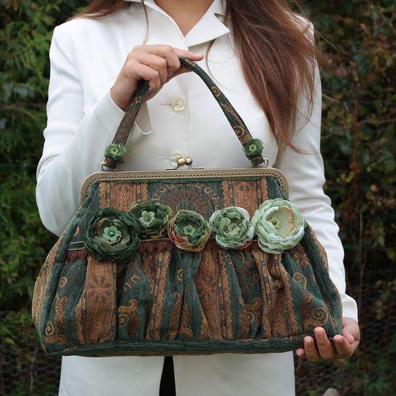 Vintage tapestry bag #tapestrybag #vintage #tapestry #greenbag #etsysellers