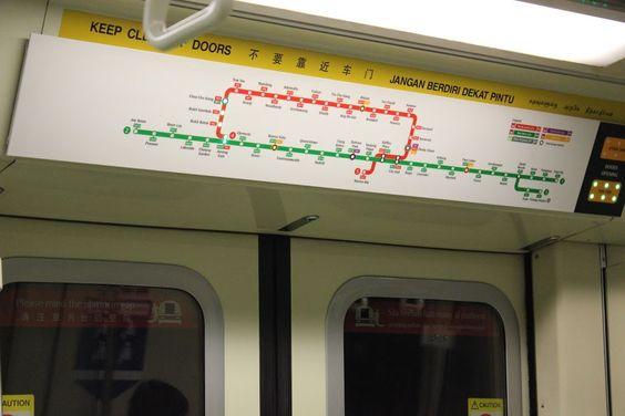 Tên hướng được đặt theo tên trạm cuối cùng của tuyến, ghi ngay trên cửa lên tàu điện ngầm.