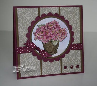 Blooming Beautiful ~ http://lwdesigns.blogspot.com/2009/07/paper-pieced-something.html