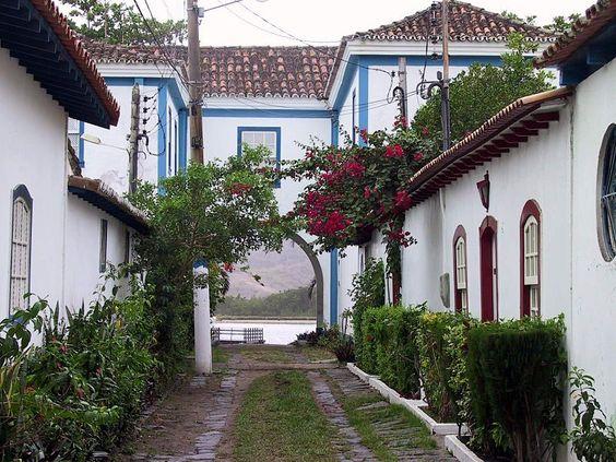 My home town . Original Colonial Architecture   Ficheiro:CaboFrio Rua Barão do Rio Branco.JPG