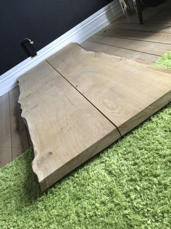 Plankebord ved at blive lakeret.. se mere på plankeborde cph.dk ...