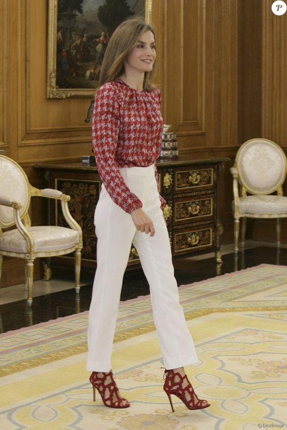 La reine Letizia d'Espagne (haut Carolina Herrera, chaussures Mango) en audience au palais de la Zarzuela à Madrid le 9 septembre 2016.