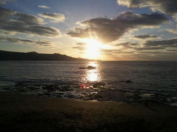 Puesta de sol en la Playa de Las Canteras, Las Palmas de Gran Canaria. Sunset at Las Canteras Beach, Las Palmas de Gran Canaria. Pic: Daniel Quintana: