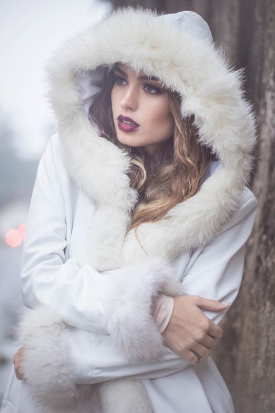 Winter photoshoot  Model: Ana Vilas  Makeup: Vanessa Carvalho  Hair: Ronnie Peter  Clothes: Boutique Chanté  Photography: Januária Vargas