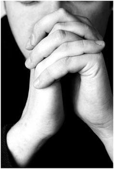 Cuando el desanimo o la depresión se apoderen de ti, debes orar confensando que tienes un Dios vivo que ha dejado a su Espíritu Santo para consolarte y, tu arma poderosa es la palabra de Dios conf…