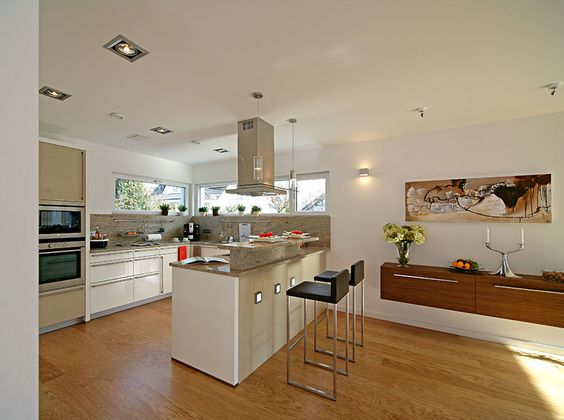 funktionaler und kommunikativer Küchenbereich - Fertighaus WEISS - versetztes Pultdach