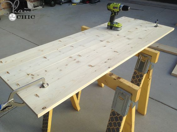diy round wooden table for 110 tops kreg jig and diy. Black Bedroom Furniture Sets. Home Design Ideas