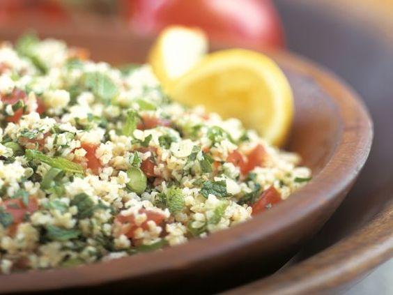 Bulgursalat mit Tomaten und Kräutern ist ein Rezept mit frischen Zutaten aus der Kategorie Fruchtgemüse. Probieren Sie dieses und weitere Rezepte von EAT SMARTER!