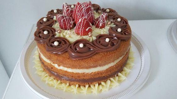Naked cake dois amores com morango