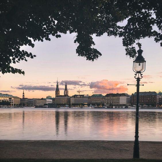 Guten Abend, #Hamburg! #hansegang (📷 @tomtehh)