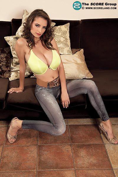 New busty model Estelle Taylor