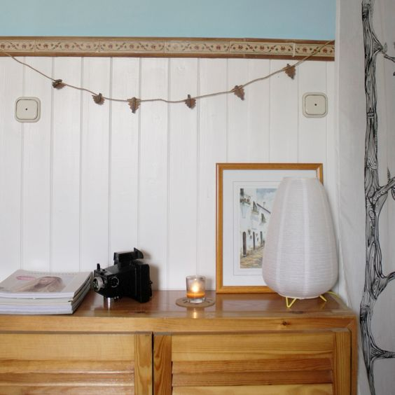 Clothespins / Pinzas: El corte Inglés Coasters / Posavasos: Ikea Lamp / Lámpara: Habitat Curtain / Cortina: Ikea