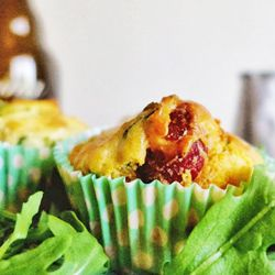 Muffins de rúcula e linguiça