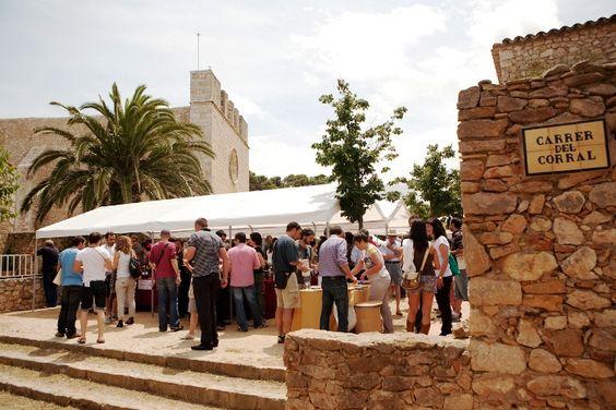 Arrels del Vi, la cita con los grandes vinos del Empordà, el 18 y 19 de mayo en Sant Martí d'Empúries http://www.vinetur.com/2013050812275/arrels-del-vi-la-cita-con-los-grandes-vinos-del-emporda-el-18-y-19-de-mayo-en-sant-marti-dempuries.html
