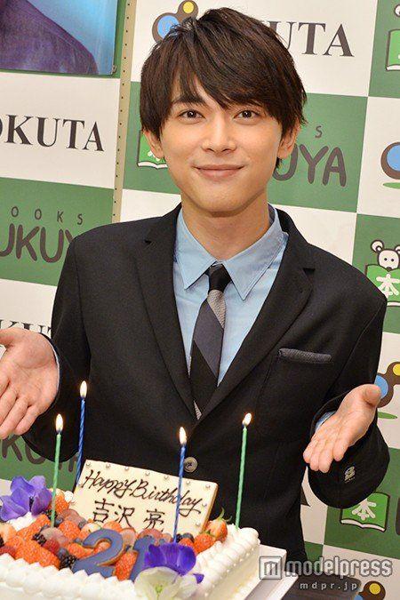 お誕生日をお祝いされている吉沢亮の高画質画像