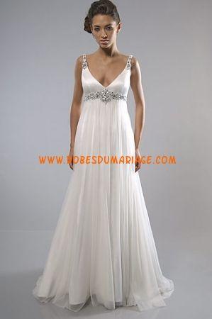 Alfred Sung robe de mariée glamour longue col en V avec traîne ornée de cristal mousseline Style 7088