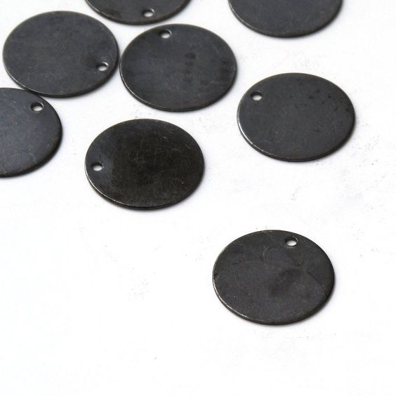 Disc Tag Coin Drops, 30 pcs 16mm Nickel Free Gunmetal Finish Round Blank Charm A35-010. $1.50, via Etsy.